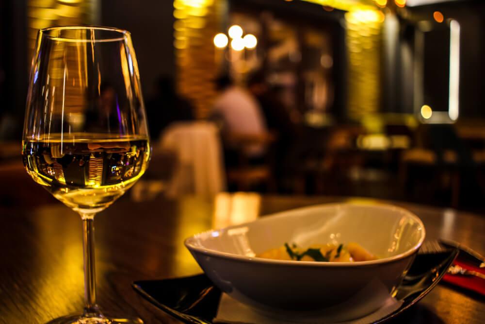 Dim Restaurant Lighting: Bad Experience for Seniors