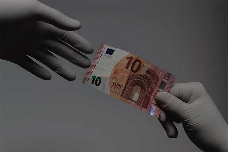 Although it may not be legally required, it is a best practice to change gloves after handling money
