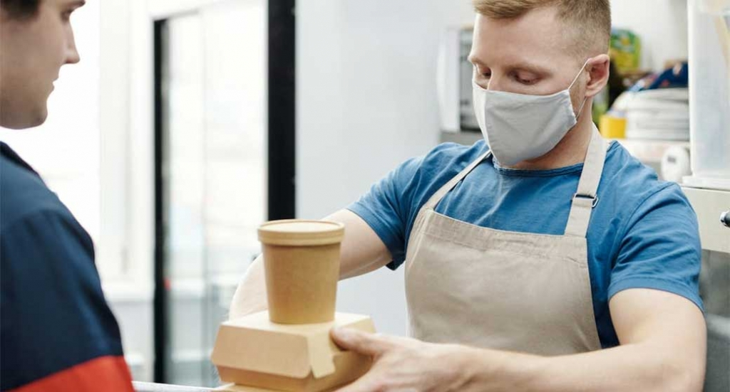 Disposable mask buying guide for restaurants and foodservice