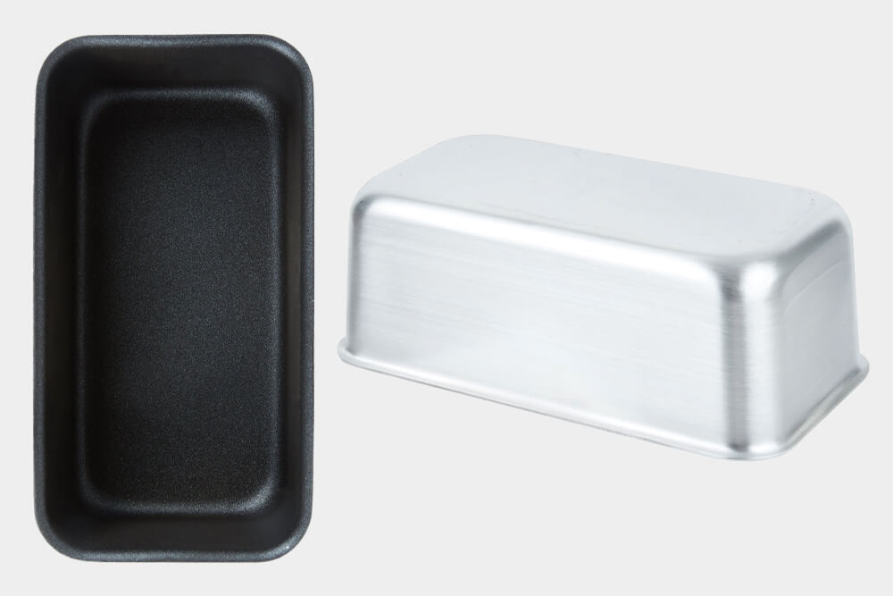 This Wear-Ever Non-Stick Aluminum Loaf Pan is sanitary and easy to clean due to its seamless design. Perfect for bakeries.